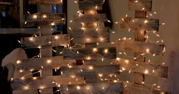 Pallet Christmas tree with star and lights