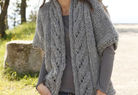 Free Knitting Patterns Lace Jacket : Free pattern: Knitted DROPS wide jacket with lace pattern and shawl collar in...