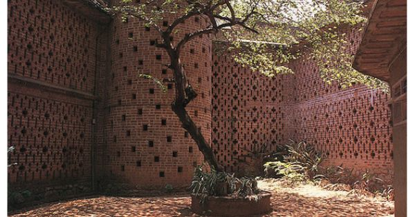 Perforated brick courtyard walls garden walls for Perforated brick wall