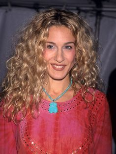 Sarah Jessica Parker Curly Hair Google Search Carrie Bradshaw Hair Curly Hair Styles Curly Hair Styles Naturally