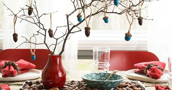 Love the jewel toned dangling acorns in this immensely pretty holiday (autumn