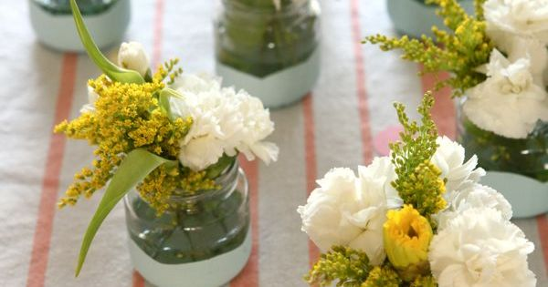 PAINT-DIPPED BABY FOOD JARS DIY - This DIY is a pretty, fast
