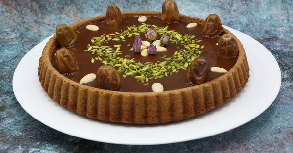 كيكة التمر الهشة ب 2 بيضه فقط مع طريقة عمل صوص الكراميل الرائع في الطعم والقوام واللون للحلويات Food Cake Desserts
