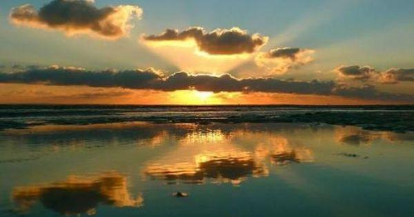 Amaneceres Espectaculares Google Search Amanecer Amanecer En El Mar Paisajes