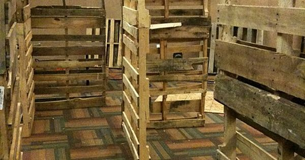 Using Pallets To Create Haunted Halloween Maze Walls Very