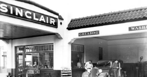 Car Dealerships In Jefferson City Mo >> Sinclair Auto at West Broad and West Bay 1935 photograph from Georgia Historical Society | Old ...