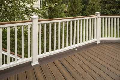 Transcend Beveled Deck Rail In Tree House Brown With Black