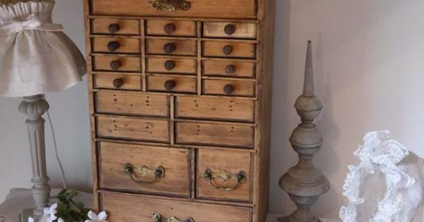 brocante de charme atelier brocante de charme pinterest bo tes de rangement. Black Bedroom Furniture Sets. Home Design Ideas