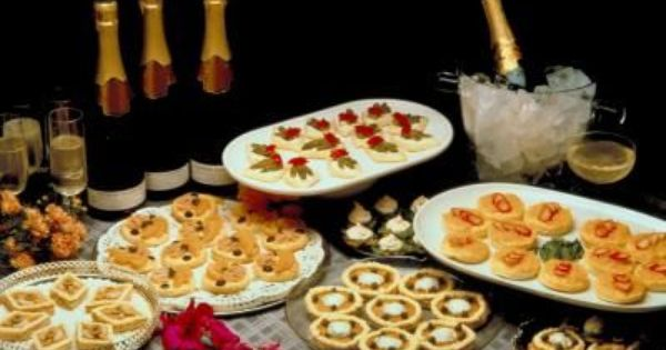 Ideas For 50th Wedding Anniversary Gifts For Parents: 50th Anniversary Finger Food Ideas Thumbnail