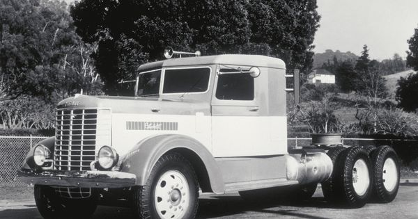 75 Years of keeping the driver in mind! #Peterbilt #Vintage #History #Trucking | 75 Years Of ...