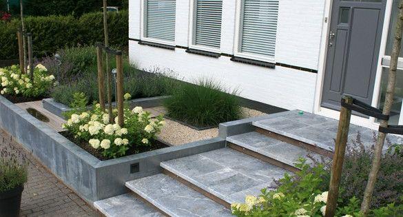 Strakke voortuin tuin garden for Lay outs buiten helling