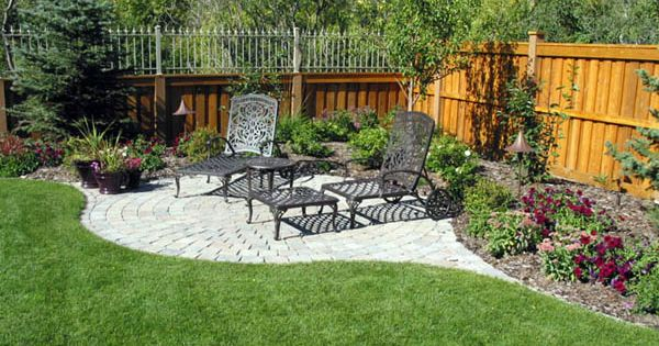 Landscaping fence and corner seating on pinterest - Landscaping along a fence ...