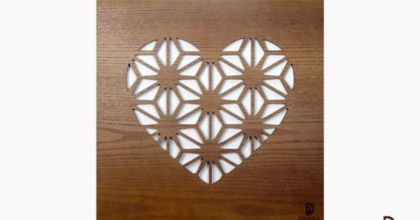 أضيفي لغرفة جلوسك هذه القطعة الفنية التي ستعطي لمنزلك الطاقة الإيجابية والحيوية تابلوه خشب مصمم خصيصا لغرف الجلوس لتناسب جميع التصاميم التصميم عبارة عن رسم ل