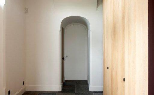 Kastenwand plavuizen het atelier interieur hooglede for Bieke vanhoutte interieur