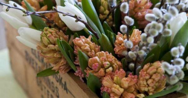 ... et composition florale avec saule  Rustique, Tulipe et Composition