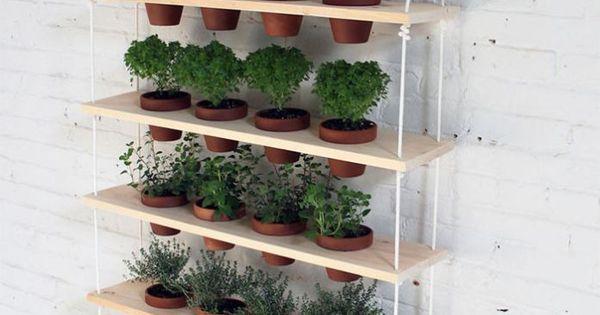 Como hacer un jard n colgante casero huertos pinterest for Jardines caseros colgantes
