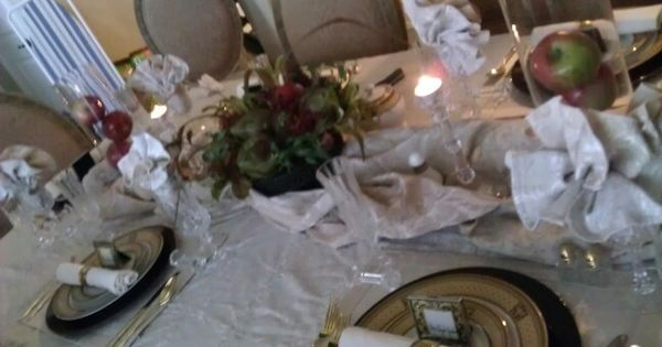 The table runner is actually another table cloth just  : a5e239ffa6568ca0089b46140e948877 from www.pinterest.com size 600 x 315 jpeg 30kB