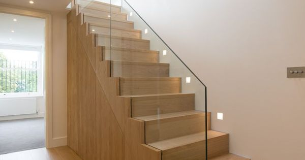 Oak staircase with frameless glass balustrade from hallway to upper level open plan living space - Railing trap ontwerp ...