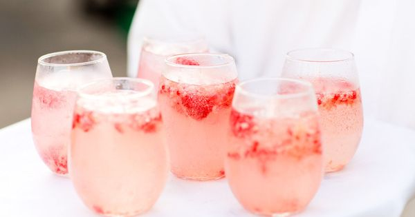 30 Ways to Wow Your Wedding Guests- signature drink served during cocktail