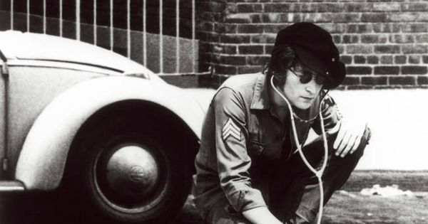 John Lennon listening to the heart beat of the city! Aha !