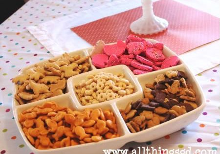 Kiddie Tray For One Year Old Party With Baby Puffs Animal Crackers Goldfish Crackers Bunny Shaped Graham C Birthday Snacks Birthday Food Birthday Party Food