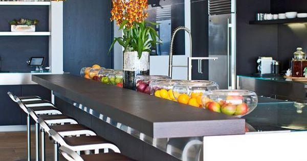 Cette cuisine sobre mais color e par les fruits peut for Cuisine moderne coloree