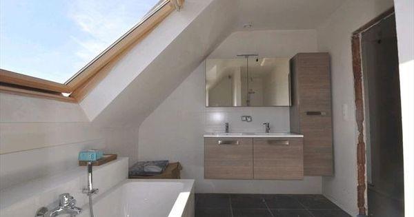 Onder schuin dak verder van muur meer staanplaats badkamer pinterest attic attic - Tub onder dak ...