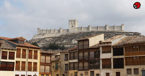 castle in pe afiel valladolid spain rural houses in rural tourism. Black Bedroom Furniture Sets. Home Design Ideas