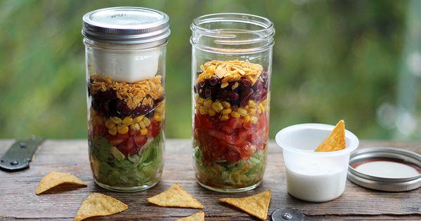 mexikanischer schichtsalat im mason jar rezept gesundes mittagessen projekt gesund leben. Black Bedroom Furniture Sets. Home Design Ideas