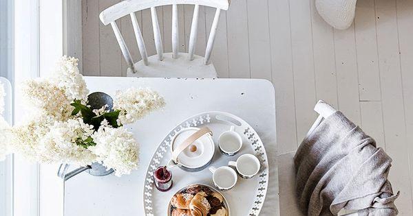 ein hauch skandinavien f r den monat mai schl sselelemente sind wei e holzm bel und dielen. Black Bedroom Furniture Sets. Home Design Ideas