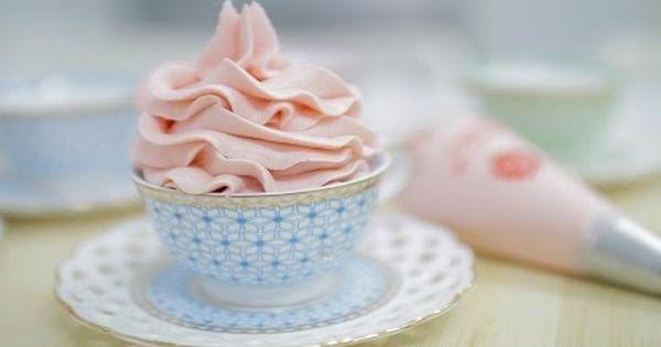 كريمة الزبدة الاحترافية اقتصادية و جداا رائعة في تزيين الكيك Buttercream حلويات و مملحات Youtube Desserts Food Pudding
