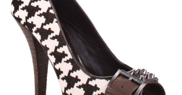 Houndstooth pumps. Awesome!