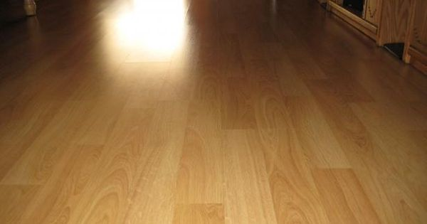 Laminate Floor Cleaner: No harsh chemicals! This homemade cleaner will make your