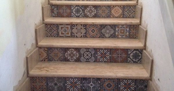 Escalera huellas marmol travertino clasico pulido de for Marmol travertino pulido