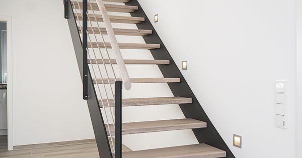 Hpl treppe mit stufen und handlauf in der holzart eiche gekälkt ...