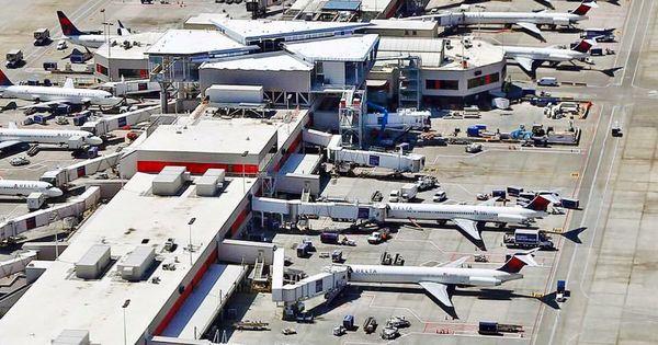 Vista Aerea Del Aeropuerto De Atlanta Commercial Aircraft General Aviation Commercial Aviation