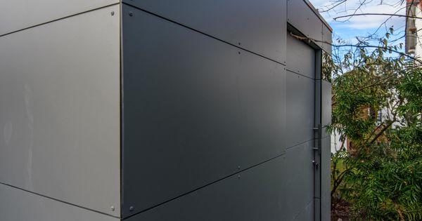 design gartenhaus in m nchen modernes gartenhaus. Black Bedroom Furniture Sets. Home Design Ideas