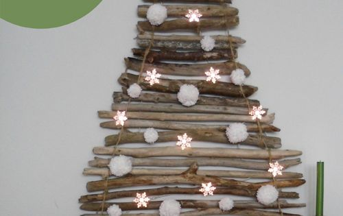 Simple DIY Christmas Tree. Stick tree