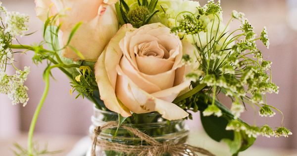 Mason Jar Flower Centerpieces | Keep it casual at the Rehearsal Dinner