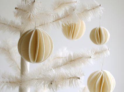 DIY Felt Snow Ball Ornaments - the purl bee tutorial christmas