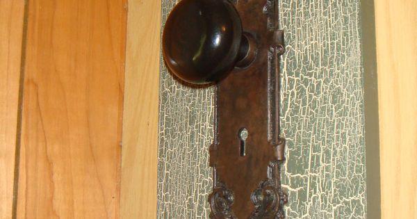 Diy key holder vintage door knob and a board d diy for Key drawer handles