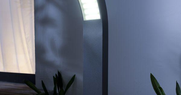 Deux luminaires de chaque c t de la porte d 39 entr e for Luminaire porte entree