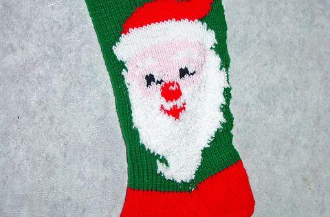 Knitting Christmas Stockings For Beginners : Knitted christmas stocking patterns santa