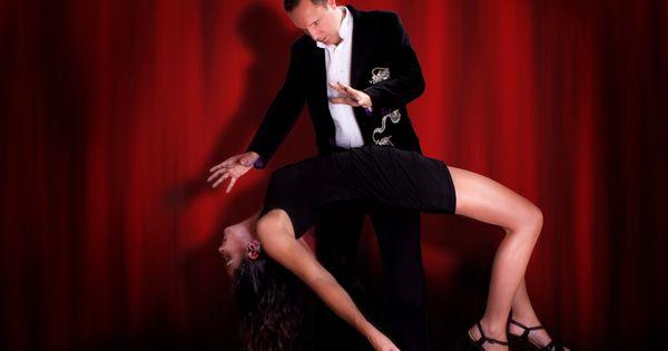 Stage Hypnotist Richard Barker levitates girl by his ...  Stage Hypnosis