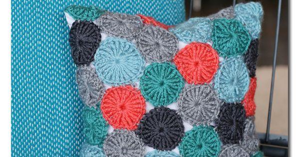 Crocheted Yo-Yo Pillow (FREE pattern!)... and giveaway ...
