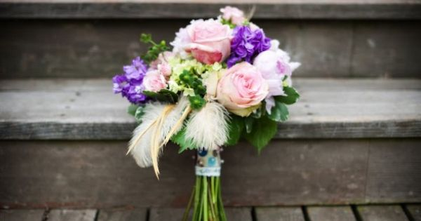 With DIY details, a farm backdrop for pictures and just an overall rustic chic theme this Arkansas wedding is just flat out beautiful. Taking place at the Inn o