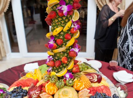 Wow, fruit display / fruit tree
