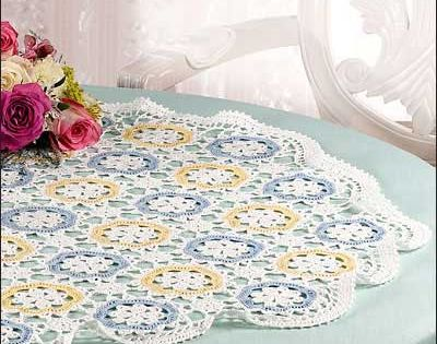 La ronde table topper crochet colorful motifs to make a for Table ronde 52 chimay