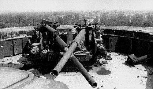 Destroyed Anti Aircraft Guns Atop The Zoo Flak Tower 1945 Flak Tower World War Two War
