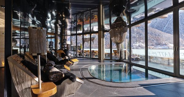 The indoor/outdoor Jacuzzi pool in the Spa at Chalet ...